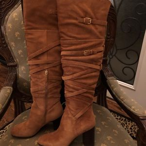 Classy, suede cognac heeled boots
